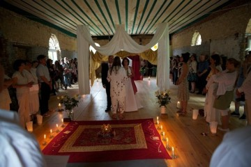 türkische Hochzeitsfeier unter Baldachin
