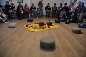 Seminarrunde im Saal im Gutshof Friedrichswalde